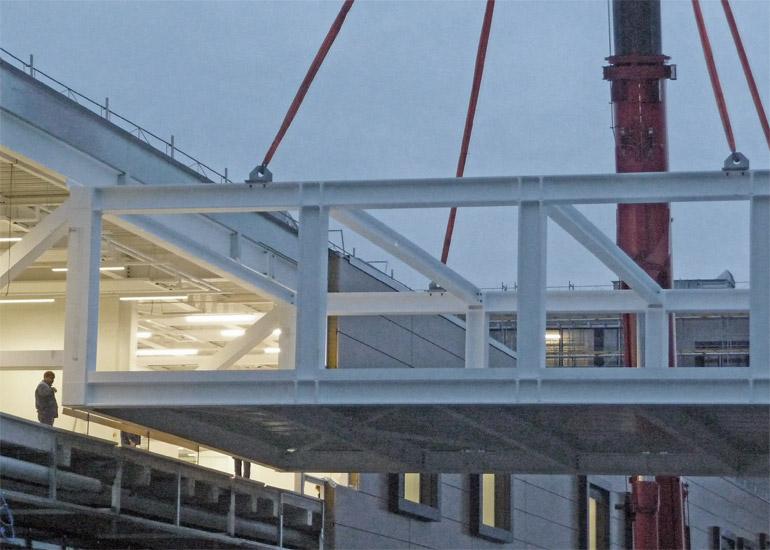 Einbau Passerelle durch Hofstetter AG Stahlbau