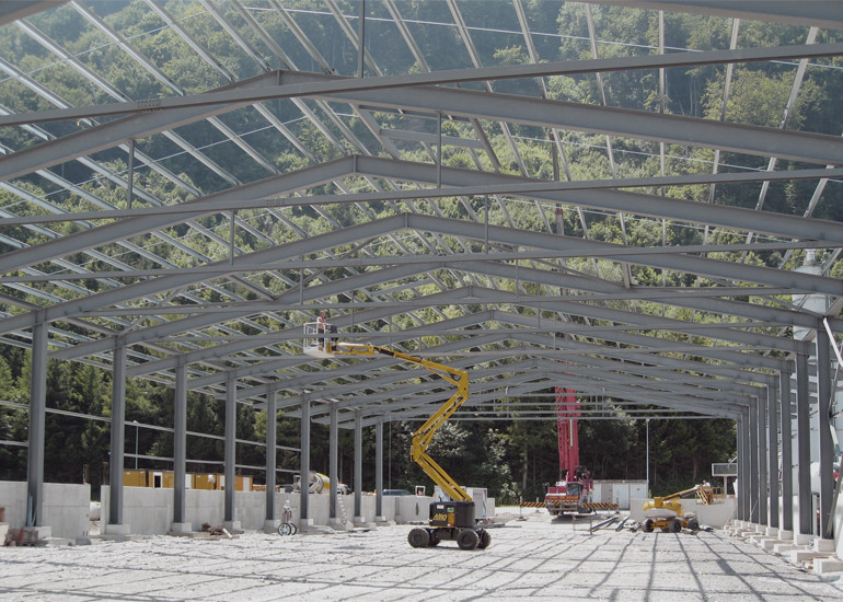 Montage Industriehalle durch Hofstetter AG Stahlbau